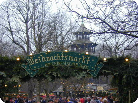 Munich City Guide. Weihnactsmarkt in the Englischer Garten