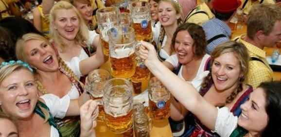 girls at the Oktoberfest